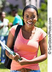 campus, estudiante universitario, africano femenino