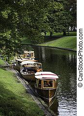 canal, amarrado, de madera, riga, barcos, restaurado