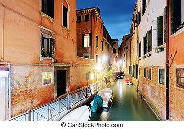 canal, em, veneza, itália, em, night.