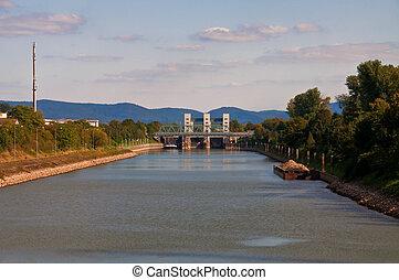 canal lock Mannheim