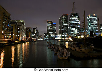 Canary Wharf Skyline at Twilight - Skyline of Canary Wharf ...