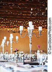 candelabra, ∥で∥, 蝋燭, 上に, 飾られる, 結婚式 受信, テーブル
