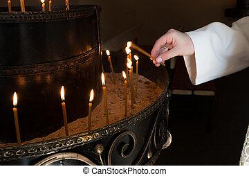 Candele, donna, illuminazione, mano, chiesa