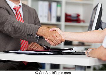 candidato, primer plano, hembra entrega, hombre de negocios,...