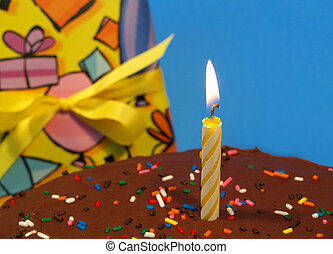 candle on a birtday cake