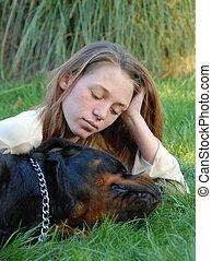 cane addormentato, e, donna