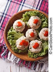 canederli, com, molho tomate, closeup, ligado, um, prato., vertical, vista superior