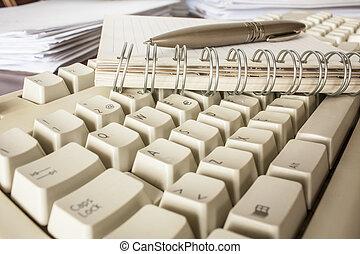 caneta, caderno, e, teclado