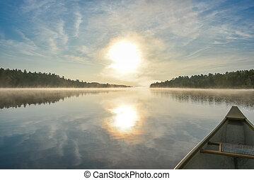 canoë-kayac, sur, a, brumeux, été, matin, sur, corry, lake.