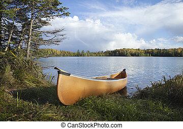 canoë, sur, les, rivage, de, a, nord, minnesota, lac, pendant, automne