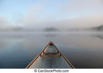 canoa, arco, en, un, brumoso, lago