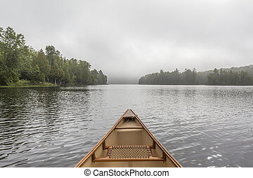 canoa, arco, en, un, brumoso, lago, -, ontario, canadá