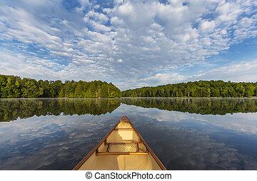 canoa, arco, en, un, canadiense, lago, en, verano