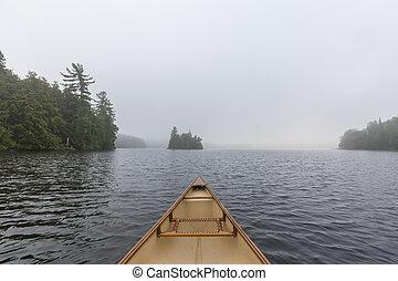 canoa, arco, su, uno, nebbioso, lago, -, ontario, canada