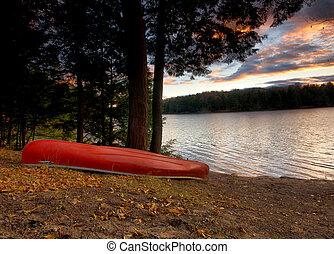 canoa, su, il, riva