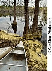 Canoe at the edge lake