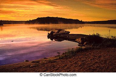 canot automobile, sur, a, lake.