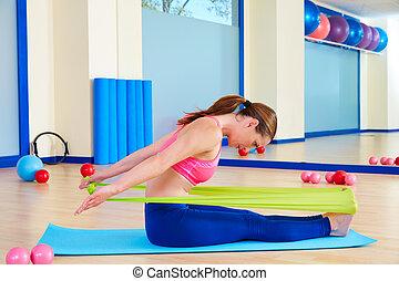 canottaggio donna, elastico, pilates, esercizio