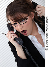 cansado, mulher, com, dois, telefones