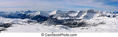 Mountain Panoramic 4 - A panoramic of the canadian rockies...