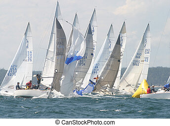Windward Mark - A stressful mark rounding for some J24...
