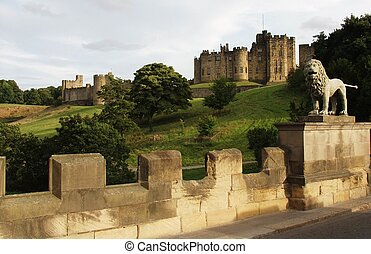 Alnwick castle - Alnwick castle, home of the Percy family,...