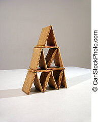 Biscuit pyramid - Biscuit card-like construction