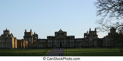 Blenheim Palace - historic castle, palace in Oxfordshirre