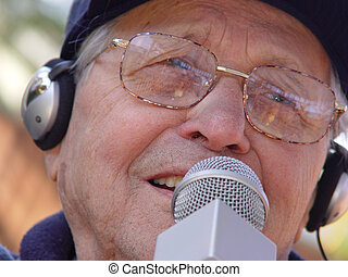 Aging happily - An old man singing
