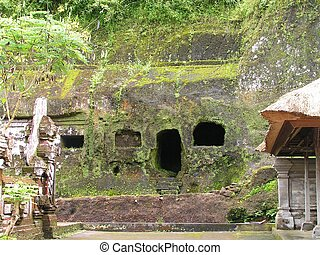 Stone Age House - Picture of a stone carved house in Gunung...