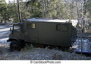 軍, トラック