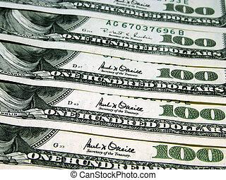 $500 - 5 $100 bills