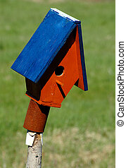 Vacancy - Birdhouse in the spring