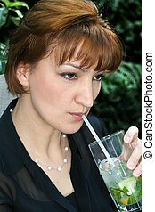 Mojito - Woman with the most popular drink this summer