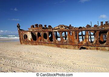 Shipwreck on Beach - The shipwreck of the Maheno on Fraser...