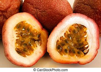 Passionfruit 1 - Fresh cut passionfruit