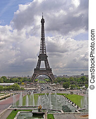 Tour Eiffel 2 - Paris - Tour Eiffel and fontains on Champ de...