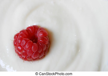 Raspberry in vanilla yoghurt