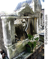 Crumbling Tomb - Abandoned tomb in Lafayatte Cemetary