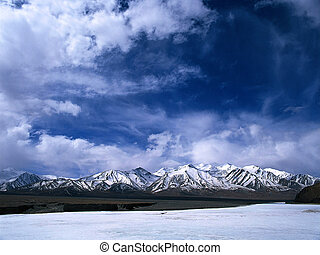 Snow mountains - snow mountains in the sky,Tibet