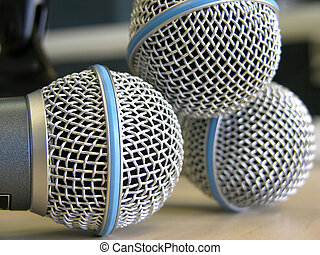 Three Microphones - Microphones Macro