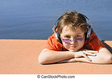 Leisure - Child with purple sunglasses and orange t-shirt...