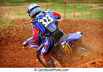 Dirtbike Action - Spraying dirt on the bend