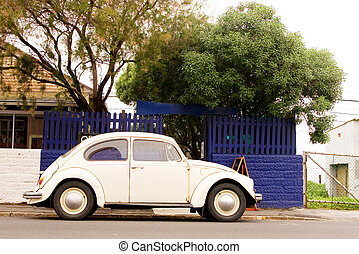 Car 1 - White Volkswagen Beatle