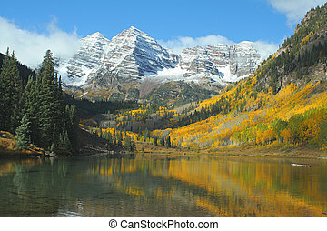 Maroon Bells and Lake - Maroon Bells and Maroon Lake, Aspen,...