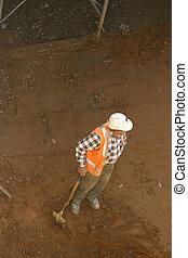 Builder and shovel