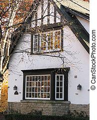 Tudor home - Tudor style residential house