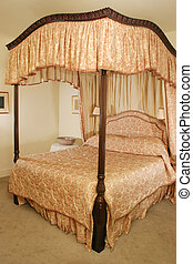 Four Poster Bed - Luxury Four Poster Bed in mansion Hotel
