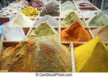 Curry spices - Spices on sale in the old souq in Doha,...