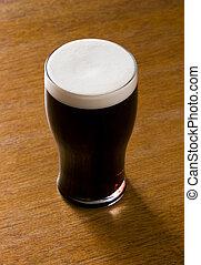 líquido, oro, -, Un, pinta, Cerveza negra